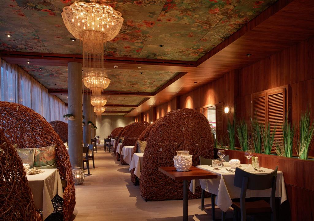 Korbsessel im Restaurant_Seerose_Resort