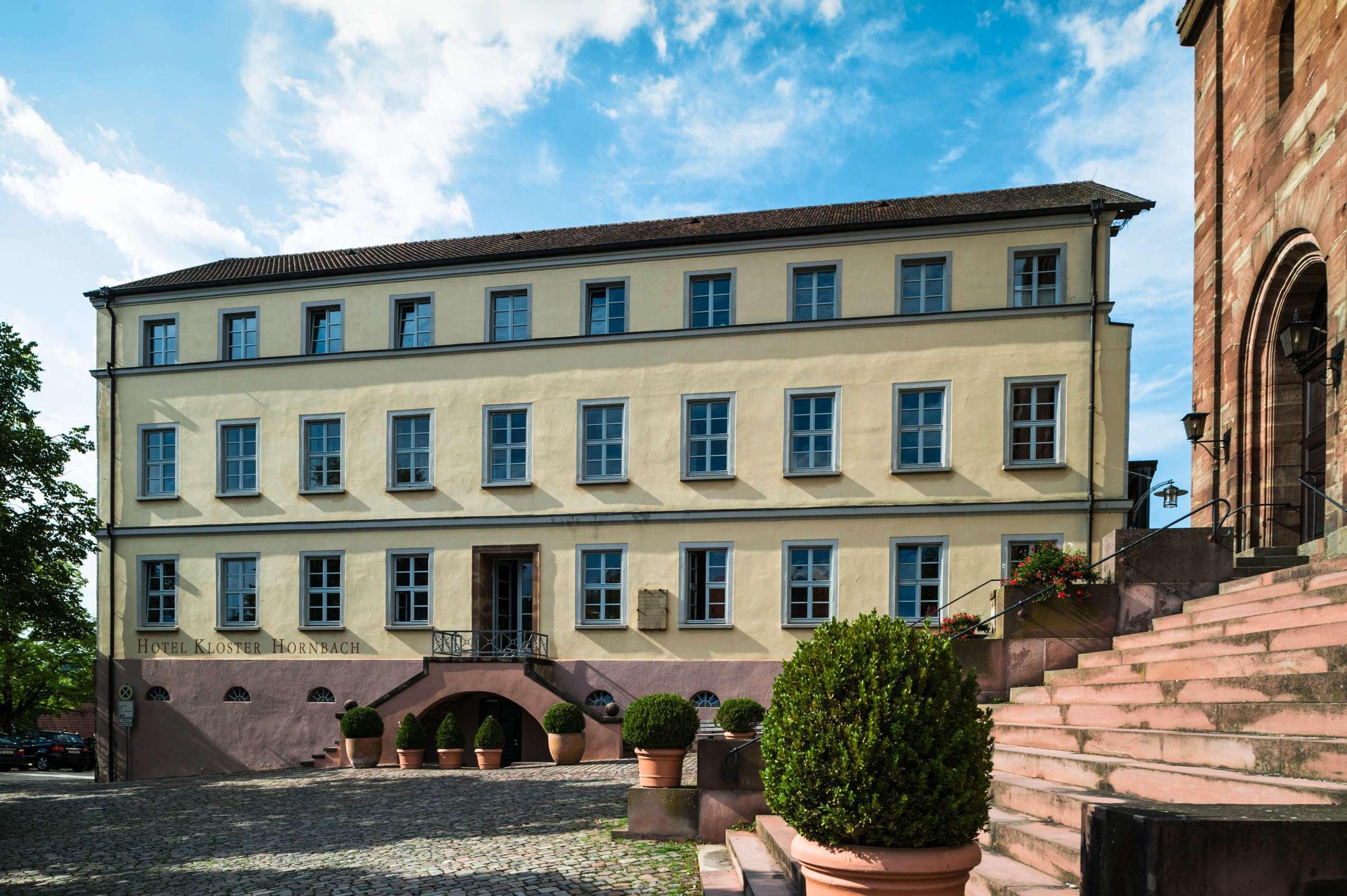 Das Hotel Kloster Hornbach von außen.