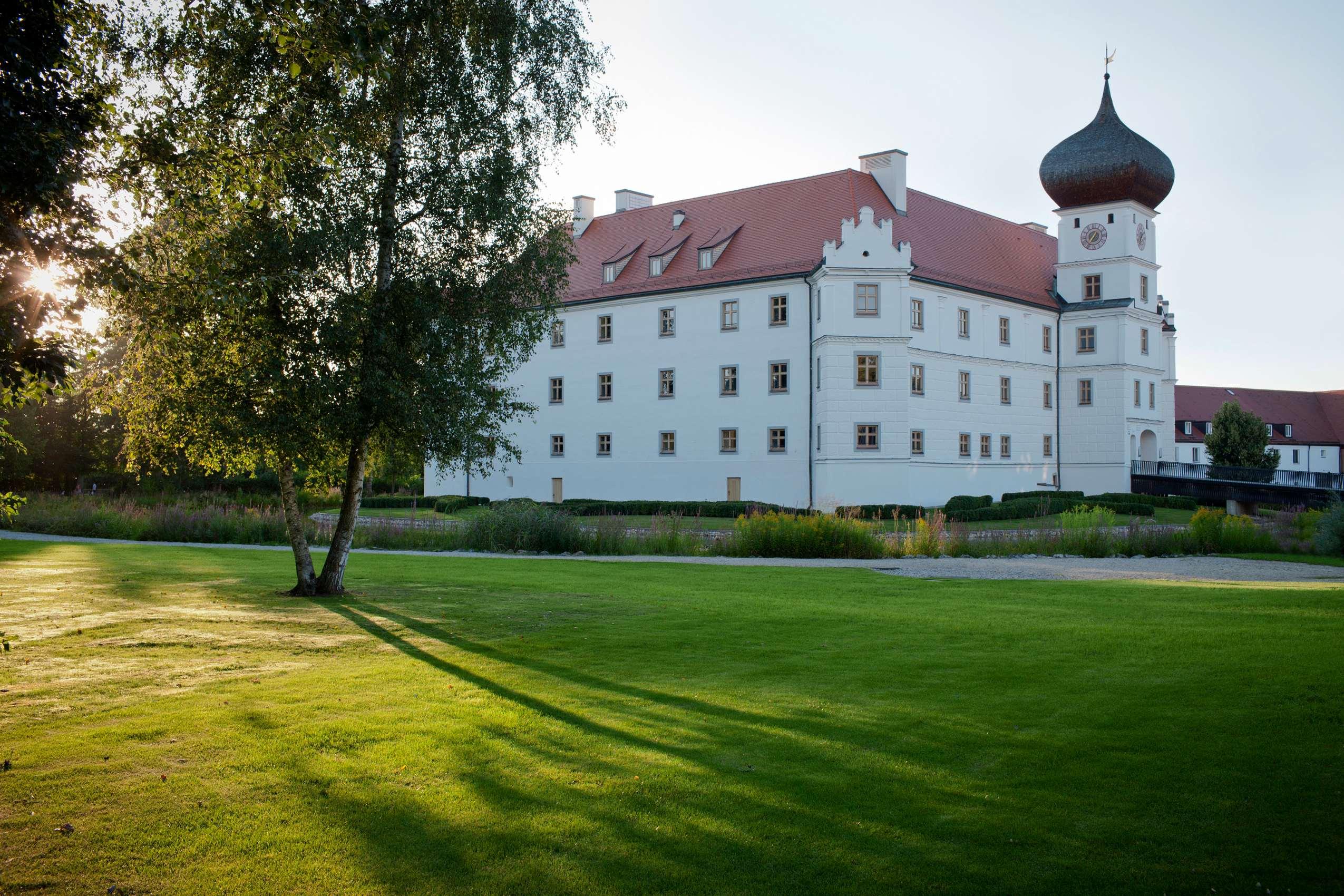 Das Schloss Hohenkammer von außen.