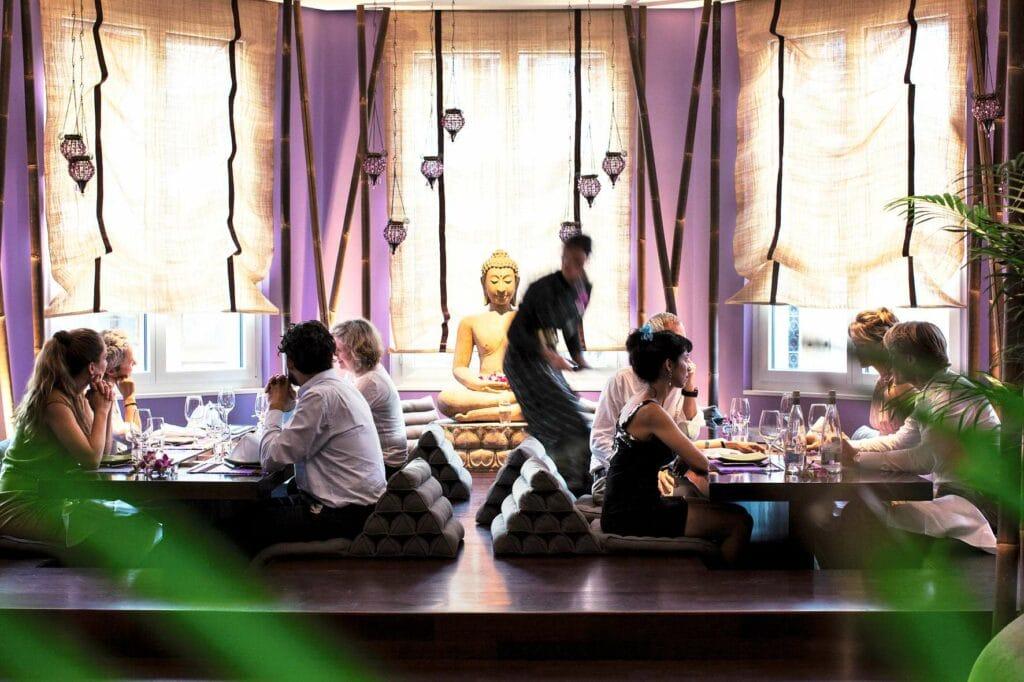 Gäste am Boden im Samui Thai