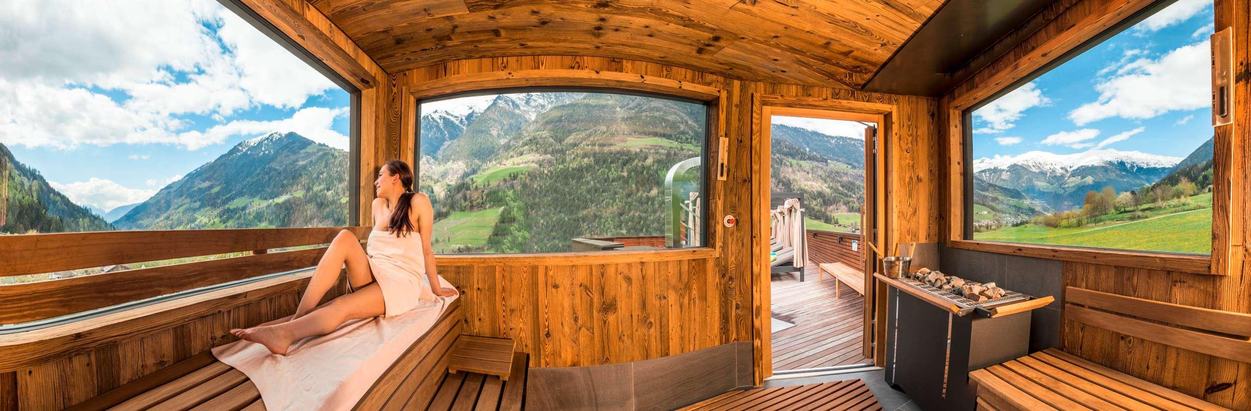 Die Rooftop-Sauna mit malerischem Panorama.