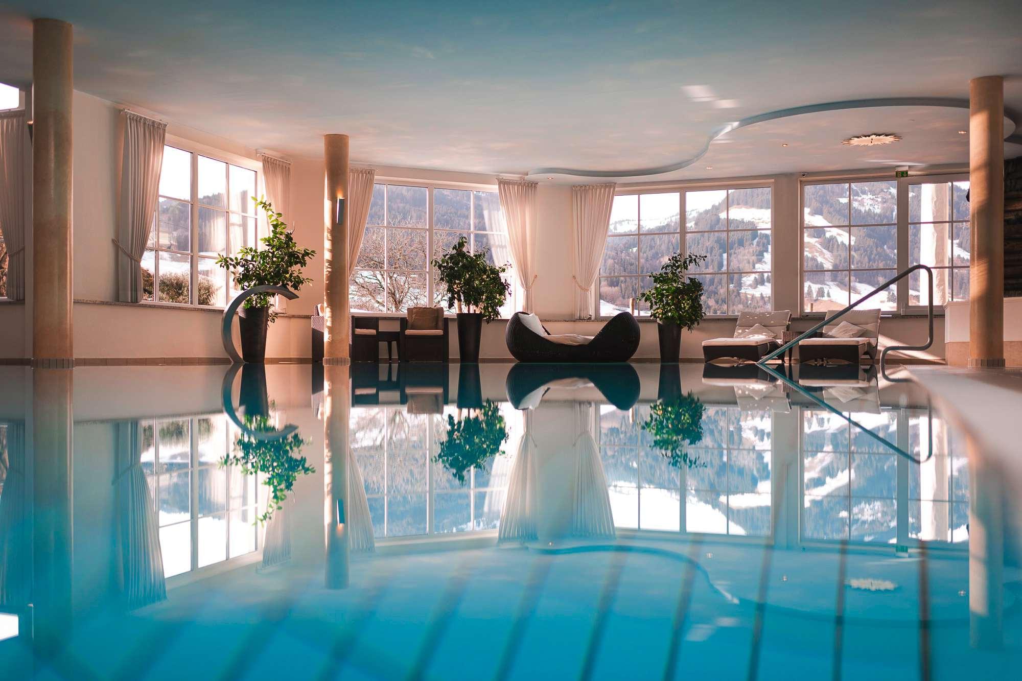Pool mit Alpenpanorama