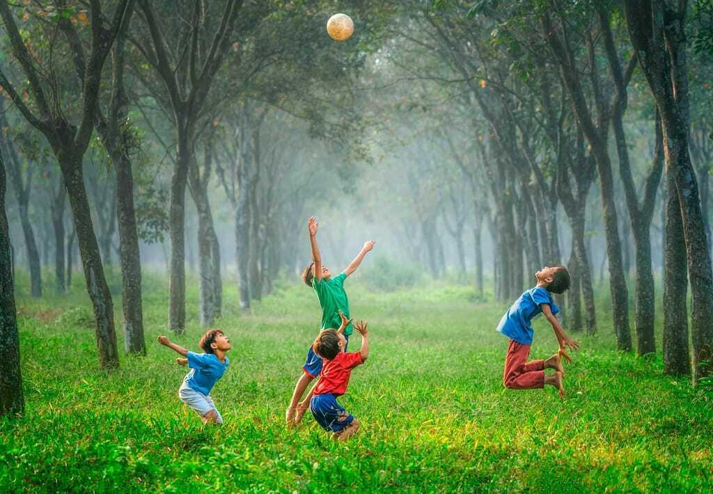 Kinderhotels in Deutschland: Jungs spielen Fußball