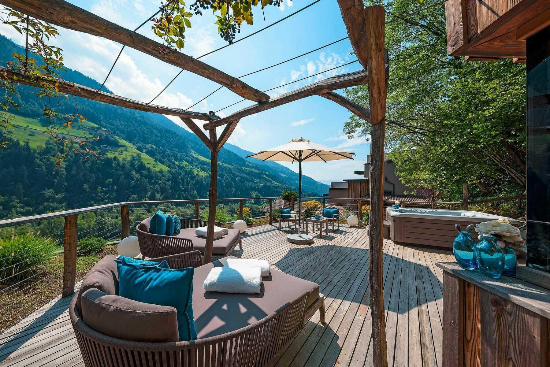 Terrasse_mit_Loungemöbeln_Quellenhof